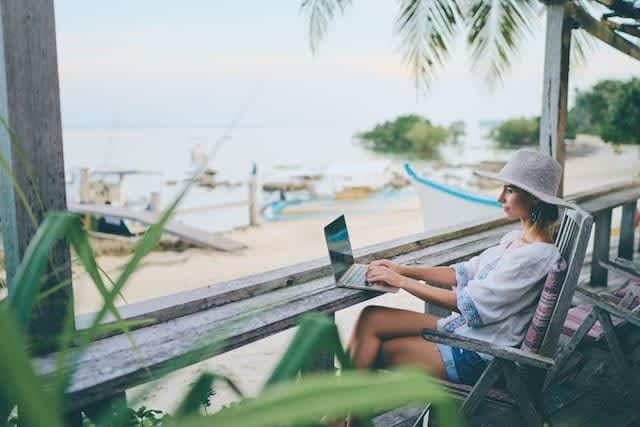 旅先で仕事するという新しい働き方「ワーケーション」旅と仕事は共存できる?