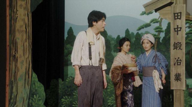 鶴亀家庭劇全員で作りあげた新作披露」の場面